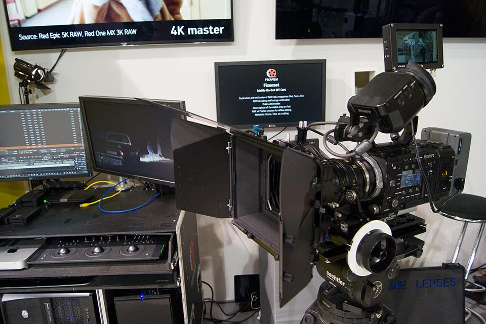 Nasza duma i chluba, czyli Sony F55 z pełnym oporządzeniem oraz wózek DIT w tle.